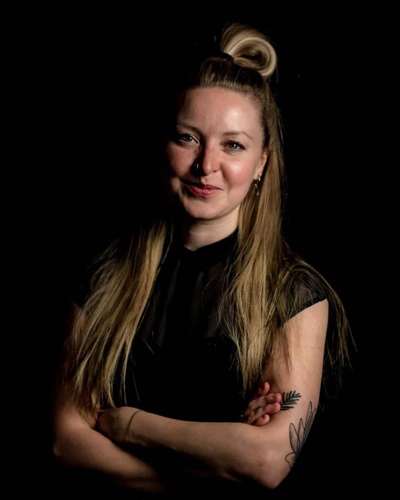 Pikass Tattoo Studio - Pikass Hairstyle - Julia - PikAss Tattoo Studio - Ketsch - Foto by Magic Moment Media - dreimagentur - Branding Agentur-min
