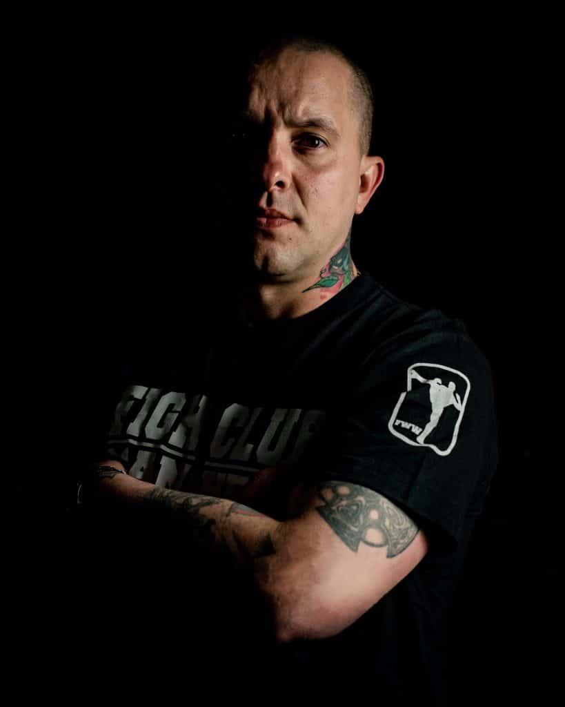 Profilbild Srdjan 4-5 - Gast Tätowierer - PikAssTattoo - tattoo Studio - Ketsch - Branding Fotograf - Magic Moment Media Agentur Mannheim-2 Kopie-min